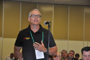 Cary Skluzak of The PipeKnife Company asks Jack Welch a question during the keynote.